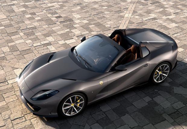 Седем снимки на колата, която Ferrari рекламира като най-мощния кабриолет на света