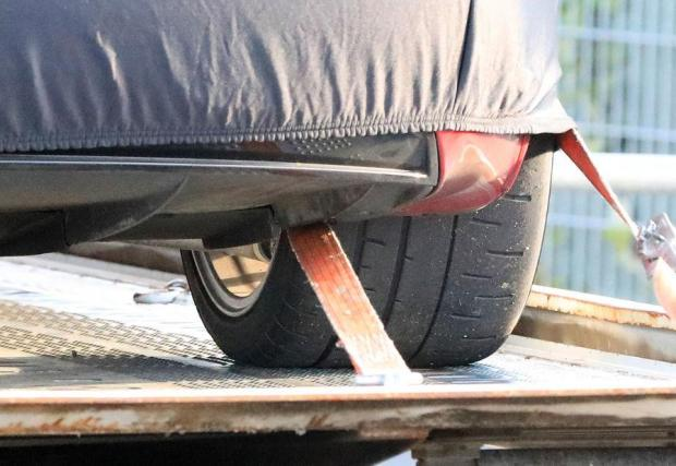 По-широки гуми от използваните в нормалните варианти на Model S