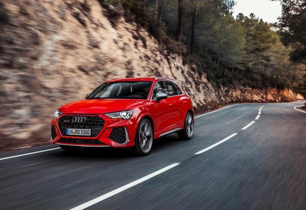 RS Q4 в червено Tango red