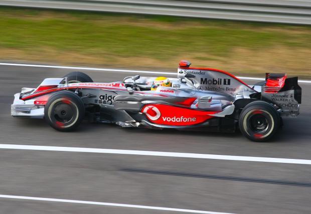 Последната титла на McLaren бе спечелена от Люис Хамилтън с двигател Mercedes