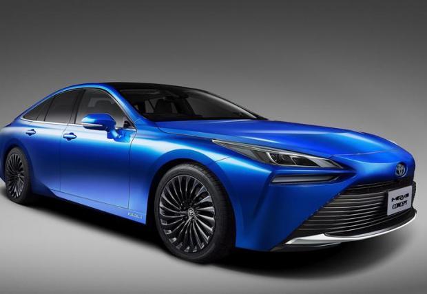 Осем снимки на доста стилна кола, за която няма как да познаете, че е водородна