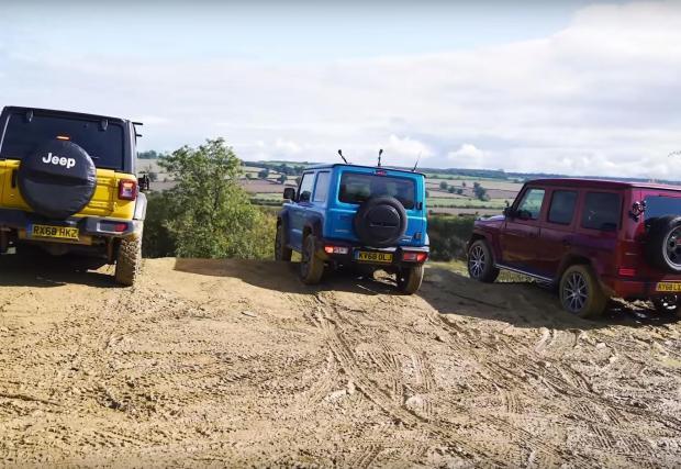 Трите коли преди изпитанието на електронните помощници за спускане по наклон. Единствено тази на Wrangler дава възможност за избор на точна скорост - минимумът е 1 км/ч