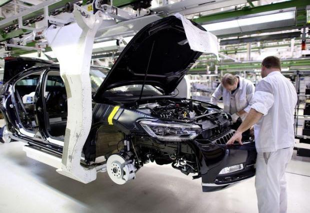 Passat и Superb или Karoq и Ateca - има два плана за новия завод на VW, в зависимост от това дали съоръжението ще е в Турция или в ЕС