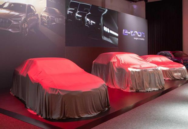 Премиерите вече започнаха във Франкфурт, серийните коли обаче ще се забавят поне две години