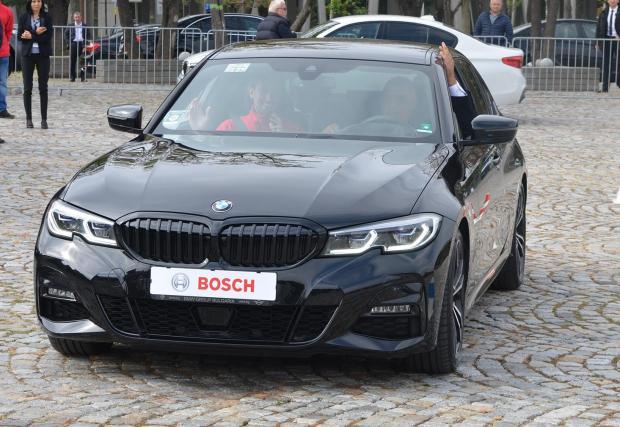 BMW G20 със системи за автоматизирано движение по време на откриването. Зад волана, но без да управлява, е Бойко Борисов