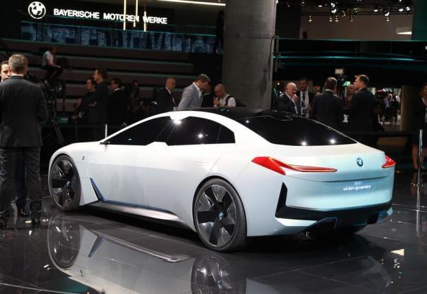 Бъдещото I4 ще изглежда по-земно, както личи от официалните снимки на тестовите коли