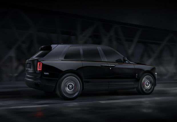 Black Badge е с близо 100 хил. евро по-скъпо от стандартния Cullinan. Но кой си купува стандартен Rolls-Royce?