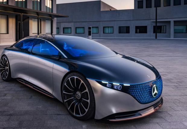 2. Mercedes EQS. Ако S-класата е върхът, то не знаем какво да кажем за EQS - електрическата версия на най-луксозния и високотехнологичен Mercedes. Говори се, че лимузината ще може да се движи без шофьор, да прави масаж и да готви мусака.