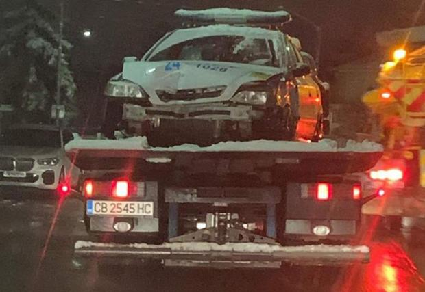 Пострадалата Astra - все още нямаме данни за състоянието на полицаите, но ситуацията повдига въпроса за тяхната подготовка за шофиране в зимни условия