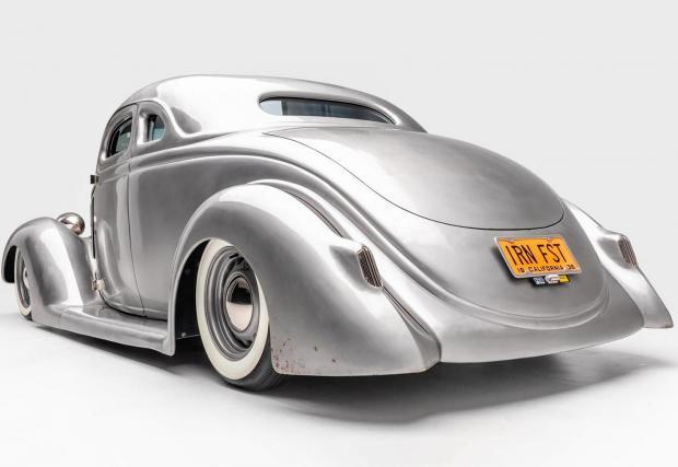 Iron Fist: Базиран върху купе Ford от 1936. Ултра готината каросерия без боя и лаково покритие определено грабват погледа
