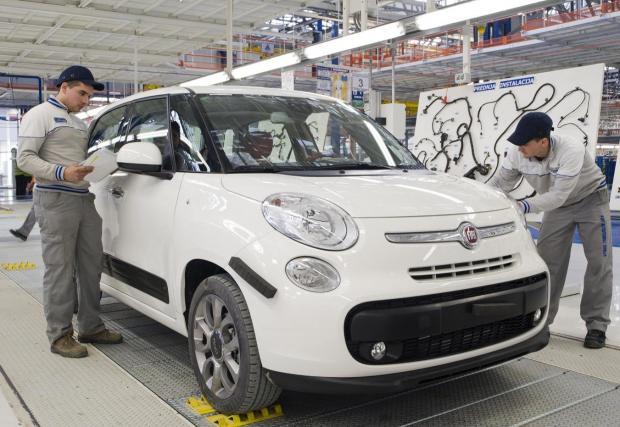 Галерия с пет снимки от завода на Fiat в Сърбия, в който се прави моделът 500L