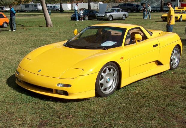 5. De Tomaso Guara. Братовчед на Maserati Barchetta от епохата преди Fiat да купи Maserati. Guara се задвижва от осемцилиндровия M60 на 840Ci, който не среща особени проблеми с тежащия 1200 кг De Tomaso.