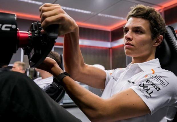 Ландо Норис от McLaren е един от пилотите, които вече заявиха, че ще се включат във виртуалното състезание