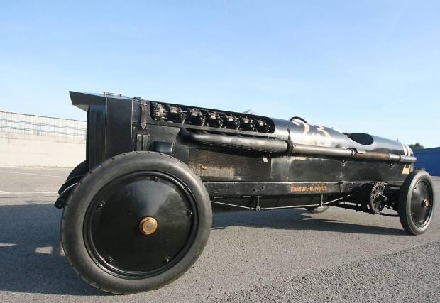 4. Brutus използва 46-литров авио V12 двигател на BMW. Кой казва, че не може!?