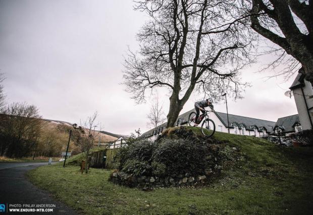 Ако нямате време за бягство сред природата, може да намерите достатъчно стъпала, бордюри и хълмчета и в градските паркове. Всяко от изброените дотук предизвикателства може да се случи и в рамките на градските паркове.