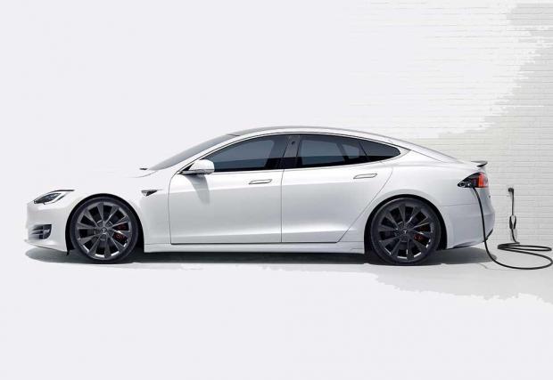 3. Tesla Model S: Колата, която преобърна автомобилната индустрия с главата надолу. Със сигурност Model S винаги ще има запазено място в историята на автомобилостроенето, дори и марката да потъне, изядена от гигантите в индустрията.
