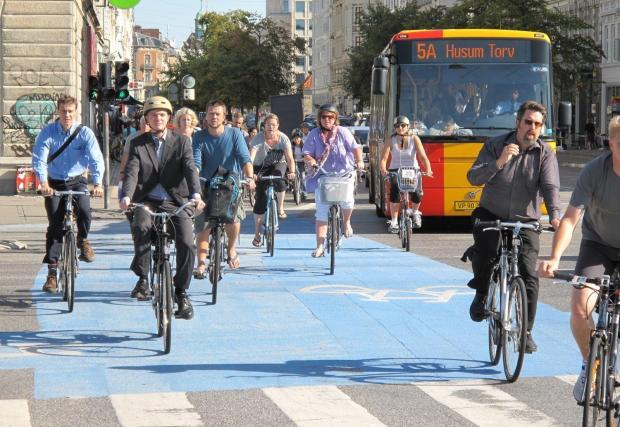 Велоалея в Копенхаген - град, в който около 50% от хората стигат до работа с колело