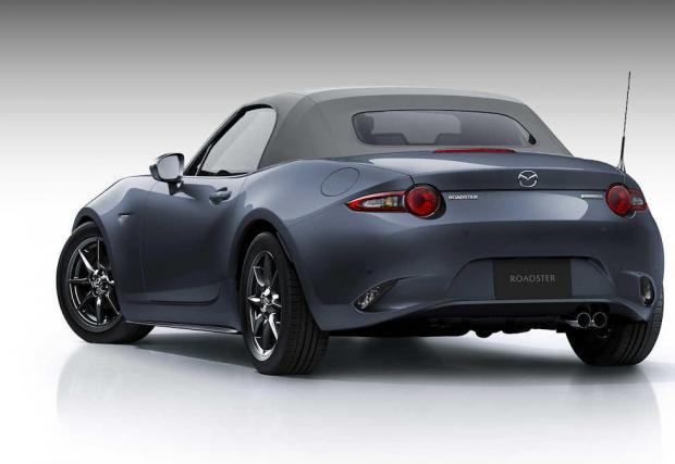 9. Mazda MX-5: Достъпна бъдеща класика, която нито ще изцеди банковата ви сметка, нищо ще ви приспи от скука. MX-5 е носител на онова неподправено удоволствие, вдъхновено от принципите на Колин Чапман за леката кола с малък мотор.