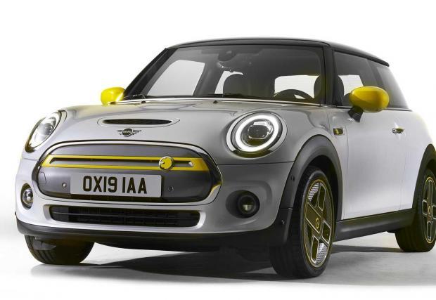 6. MINI Cooper SE: Да, електрическото MINI. Причината да е тук е, че MINI също като Shelby има опит в превръщането в класика, а това тук след 20 години ще бъде забавен спомен откъде са тръгнали електромобилите.