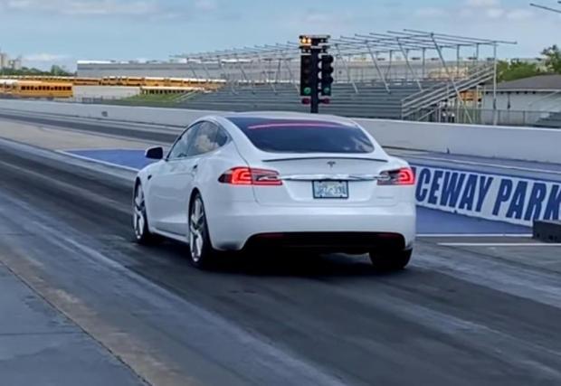 Галерия с шест снимки от епичните спринтове на гепардовата Tesla