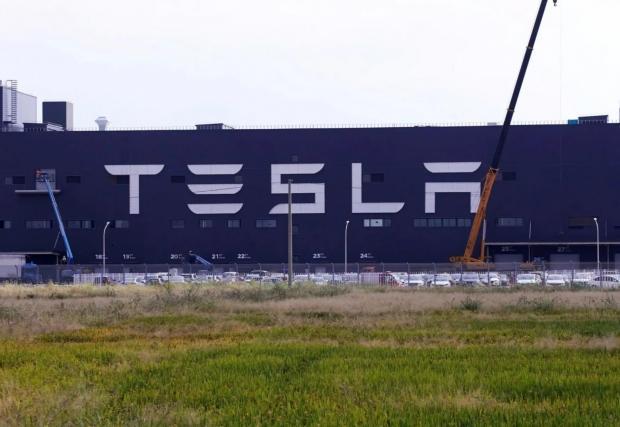 Заводът на Tesla в Шанхай беше построен рекордно бързо - за по-малко от година