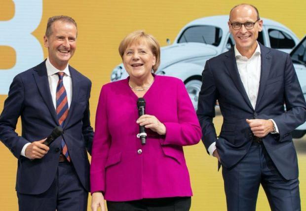 Херберт Дийс (вляво) и Ралф Брандщетер с канцлерката Меркел