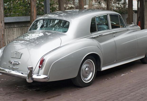 Bentley S2, където дебютира новият мотор през 1959. Тогава обемът му е 6,2 литра