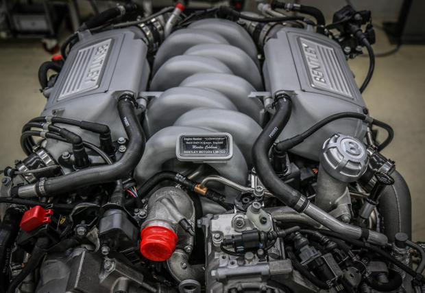 В последния си вариант двигателят произвежда 530 к.с. и 1100 Нм