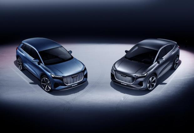 Стандартното Q4 e-tron (вляво) до новото Q4 e-tron Sportback