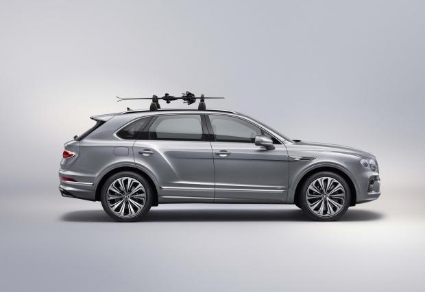 Браво, Bentley, ските се поставят точно така - с върховете назад за по-добра аеродинамика