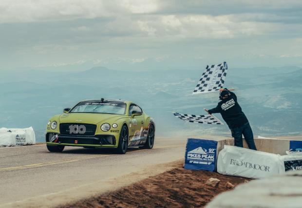 С абсолютно същата кола Рис Милън е рекордьор на Пайкс Пийк при серийните коли