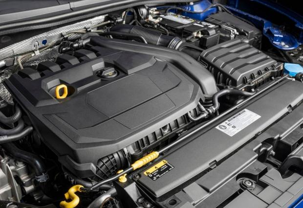 Това пък е мотора на Seat Leon, 1.5 бензин, същият, като в A3-ката, в Golf и Octavia.