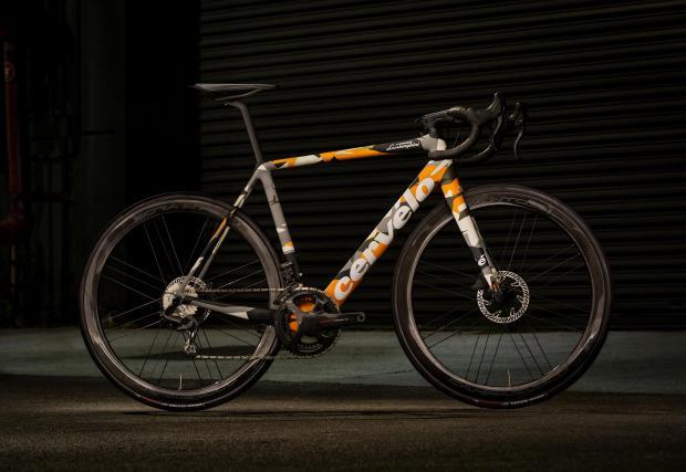 Десет снимки на супер колелото и супер колата на Lambo