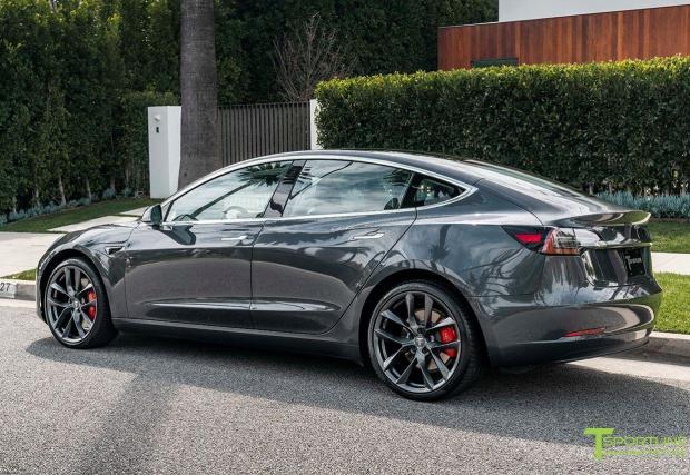 3. Цената: 25 000 долара начална цена, което са малко над 21 хиляди евро. Разбира се, начална цена е различно от реална цена. Всички знаем, че Tesla Model 3, която трябваше да струва 35 000 долара, всъщност се оказа по-солена.