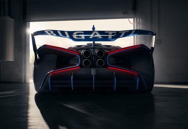 Галерия с 12 снимки на внушителното Bugatti. Този път са истински снимки, а не рендъри