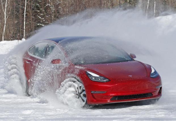 Tesla Model 3 струва най-малко 40 хил. евро