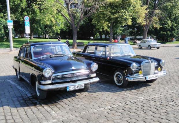 Руският Mercedes позира до германския оригинал