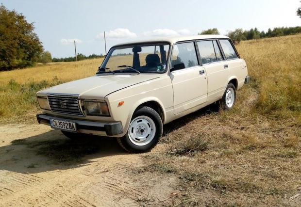 В опит да оцелеят някои модели губят оригиналната си външност и така се получават съчетания като тази Lada 2104 с предницата на 2107
