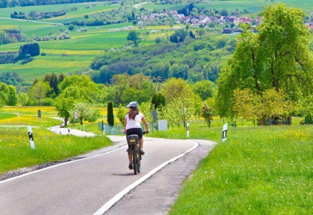 Във вело страни като Дания и Нидерландия, почти всички градове са свързани с междуградски велоалеи