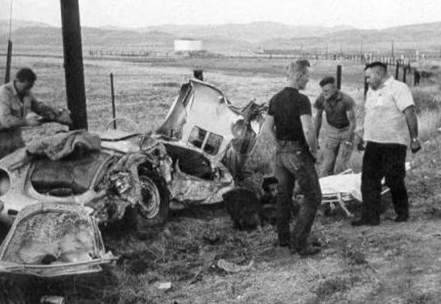 Останките от колата след катастрофата