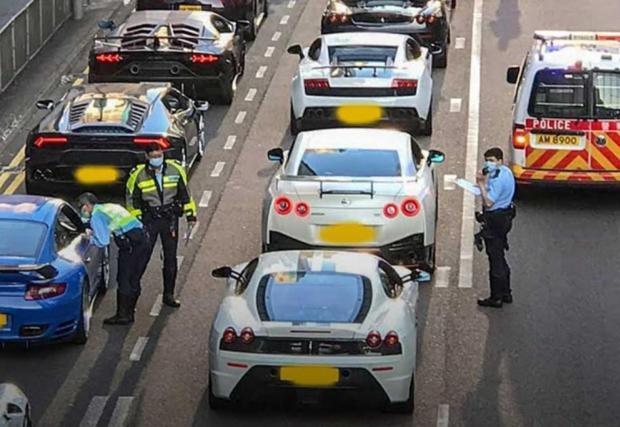 Ето това се казва спонтанна автомобилна среща - 45 суперколи в нелегална гонка