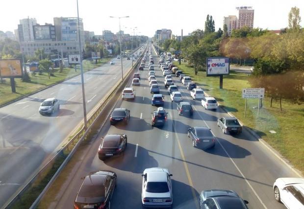 Регистрираните в столицата автомобили са се увеличили близо двойно за 10 години