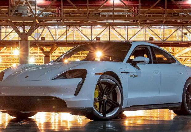 Галерия от 7 снимки на Porsche Taycan Turbo S