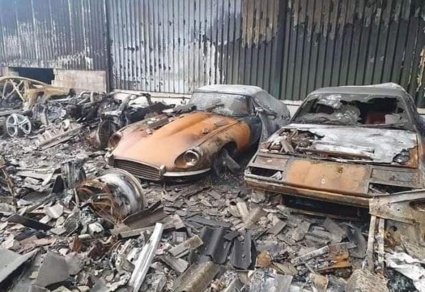 Галерия със 7 снимки от унищожените коли