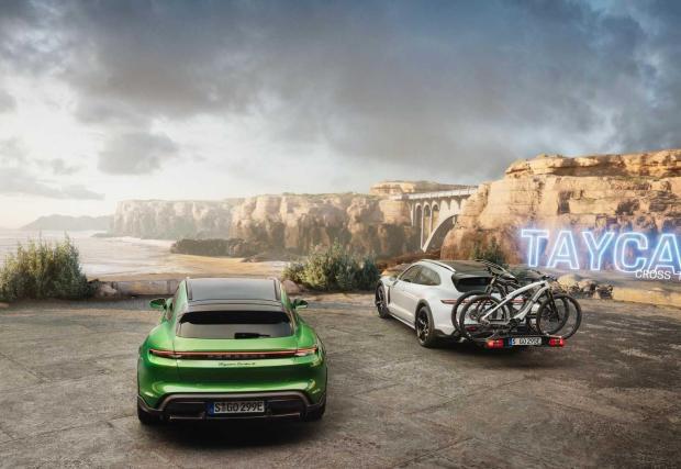 Cross Turismo безспорно е забележително практичен автомобил, ако търсите превоз за колелата си, но не всички клиенти на Porsche се ръководят от практичността при избор на кола