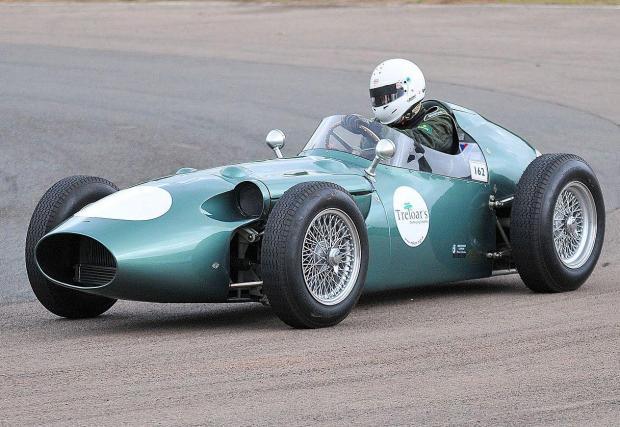 За последно Aston участва във Формула 1 през 1960 г.