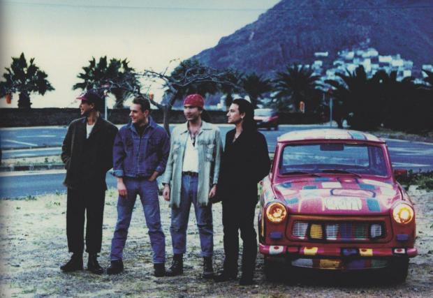 Разгледайте галерията, за да видите колите на музикантите от U2!