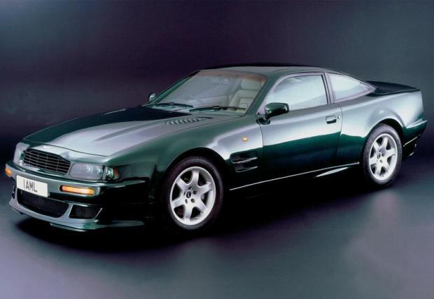 Aston Martin Vantage (1994) – още един екземпляр от колекцията Aston-и, притежание на Клейтън в един или друг момент. От този Vantage през 90-те са произведени едва 280 екземпляра, което го прави колекционерска рядкост.