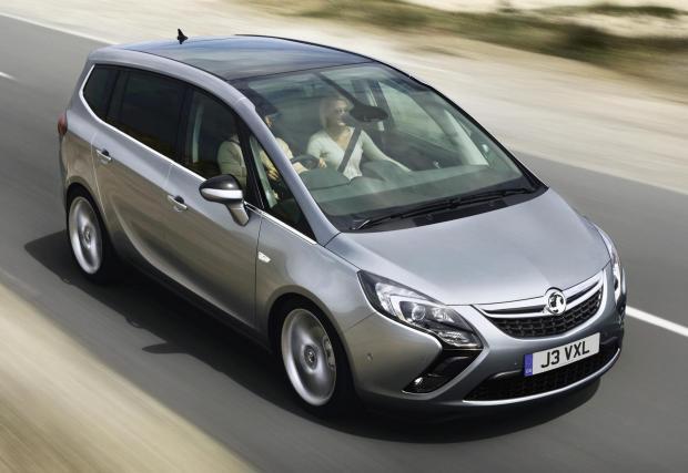 Opel Zafira Tourer (2015) – Тази история би следвало да я знаете – как Кларксън бил на почивка в Южна Франция и му потрябвала кола. За щастие бил в близост до вилата на Боно, който му отстъпил своята Zafira. По погрешка, вместо M6 кабриолет...
