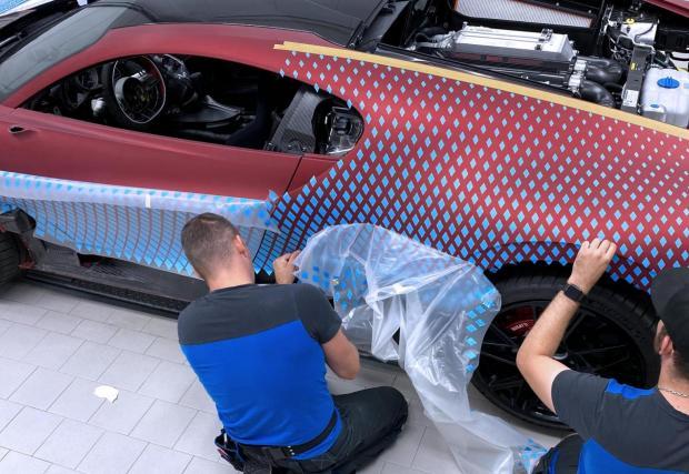 Галерия с 24 снимки от процеса на боядисването и готовия автомобил